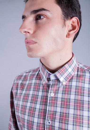 Camisa de hombre Einstein Patadegayo de calidad sostenible fabricada en España - plano detalle