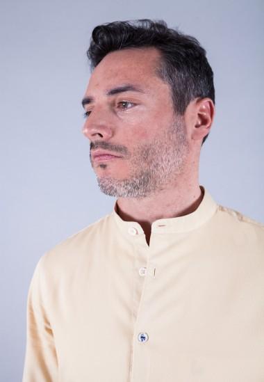 Camisa de hombre Mao puffy Patadegayo de calidad sostenible fabricada en España - plano cuello