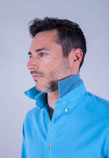 Camisa de hombre Puffy turquesa Patadegayo de calidad sostenible fabricada en España - detalle cuello