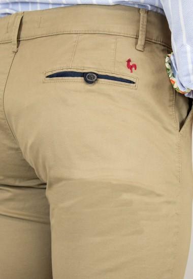 Pantalón  de hombre Romay Patadegayo en color tostado, fabricado en españa, muy comodo y de calidad - detalle trasero