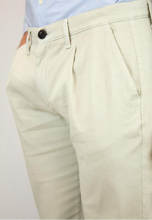 Pantalón  de hombre Hogwarts Patadegayo en color beige, fabricado en españa, muy comodo y de calidad - detalle delantero