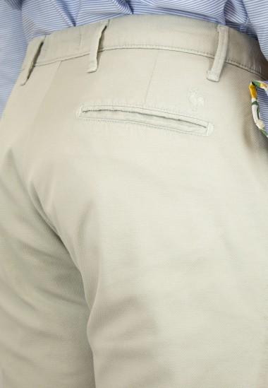 Pantalón  de hombre Hogwarts Patadegayo en color beige, fabricado en españa, muy comodo y de calidad - detalle trasero