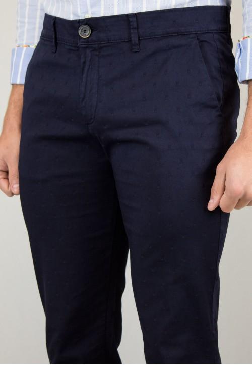 Pantalón  de hombre Islas Patadegayo en color marino, fabricado en españa, muy comodo y de calidad - plano cerca delantero