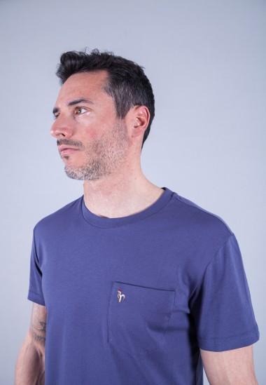 Camiseta de hombre Carmen azul Patadegayo de calidad sostenible fabricado en España - plano detalle